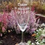 Glas blästrat till en bemärkesledag