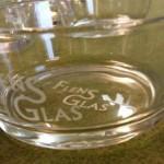 Blästrat godisskål med vår logga Flens Glas. Vill du ha en egen skål med ditt tryck, kanske?